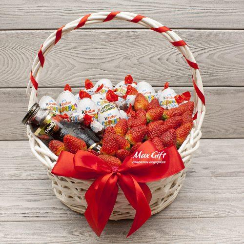 Подарочная корзина с ягодами «Сладкая клубничка»