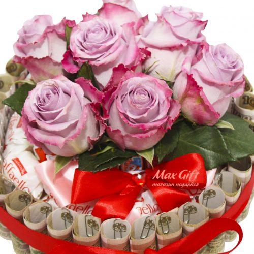 """Торт из конфет и денег с цветами """"Поздравление"""""""