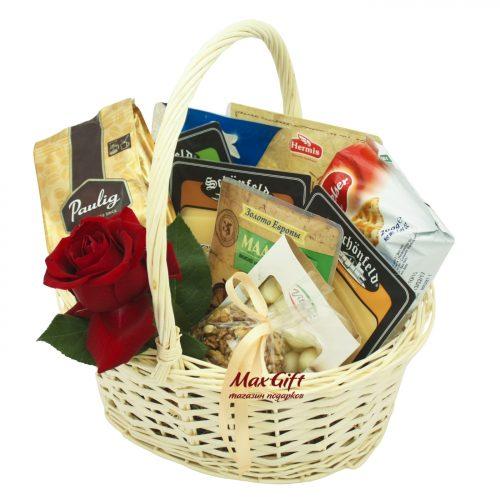 """Подарочная корзина с цветами """"Сырная долина"""""""
