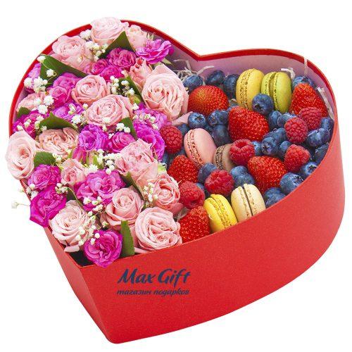 Цветочная композиция с ягодами «Цветочная композиция с ягодами «Мечта»