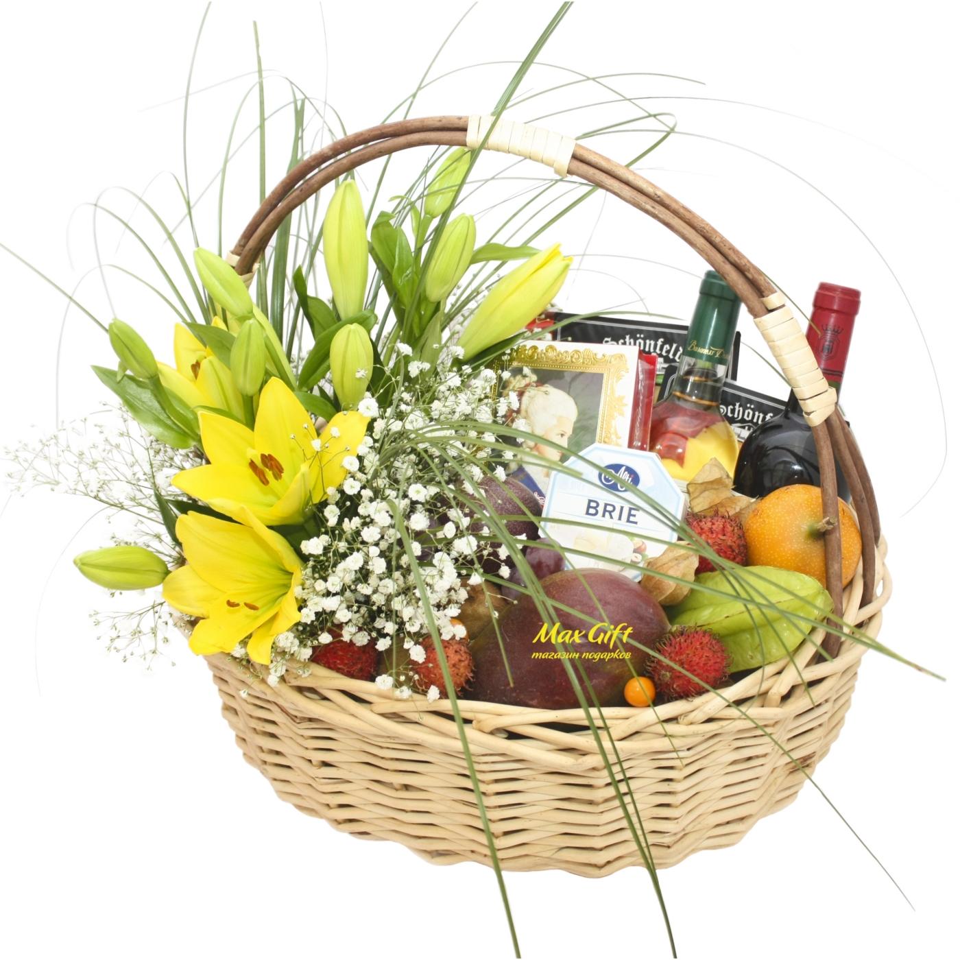 """Подарочная корзина с фруктами и цветами """"Весенняя ностальгия"""""""