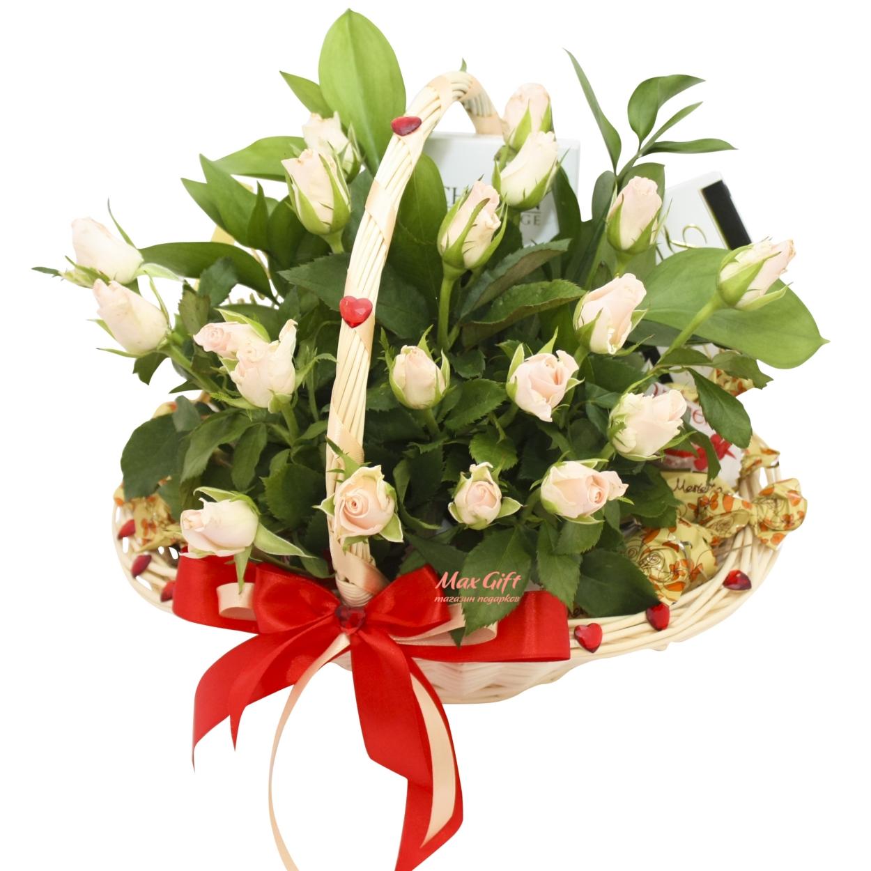 """Подарочная корзина с цветами """"Любимой девушке"""""""